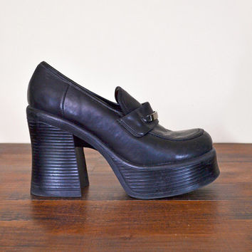 637e91b5b392f Shop Chunky Heel Shoes Vintage 90s on Wanelo