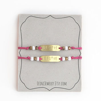 Set of friendship bracelets with beads, hand stamped BESTIE bracelet set in pink, gift for friends