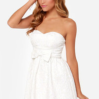 Doll Over Town Strapless Ivory Dress