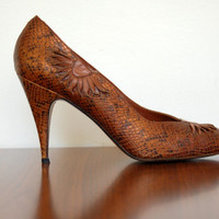 Brown leather heels - 70s vintage Norman Kaplan faux snakeskin pumps - size 8 1/2