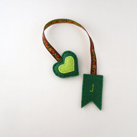 Personalized bookmark, felt bookmark, initial bookmark, gift ideas for book lovers, green heart bookmark, hand embroidered, floral ribbon