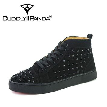 CUDDLYIIPANDA New Arrival Suede Leather Casual Shoes Fashion Lace-Up Solid Red Ankle Boot High Top Rivet Shoes Men Sneakers