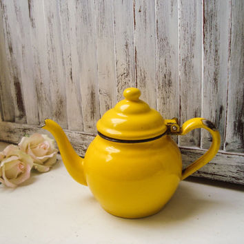 Small Yellow Vintage Enamel Teapot, Bright Yellow Tea Pot, French Farmhouse Rustic Distressed Kettle, Shabby Chic, Kitchen Decor