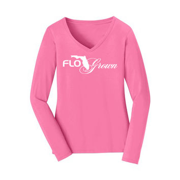 FLOGROWN SCRIPTED V-NECK LS