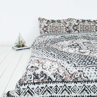 Kasbah Worn Carpet Comforter - Urban Outfitters