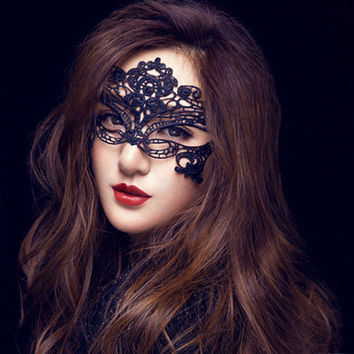 1pc New Lace  Mask  Hot Mask Cutout Eye sexy queen dress up Halloween costume party