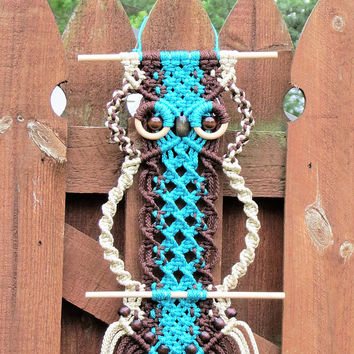 Macrame owl wall hanging, colorful owl macrame art, Unique owl boho wall decor, modern vintage 70s macrame, Owl lover gift, Cute Owl Decor