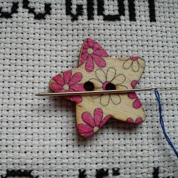 Pink and white flower pattern Star shaped button magnetic needle minder (needle nanny, needle keeper)