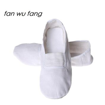 fan wu fang New White Soft Sole Canvas Gym Shoes Ballet Dance Shoes Women Girls Children Slippers According The CM To Buy