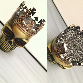 Herb Metal Crown King Skull Grinder - Custom Weed & Herb Grinder - Tabacoo Grinder - Smoke Friendly Custom Black Grinder
