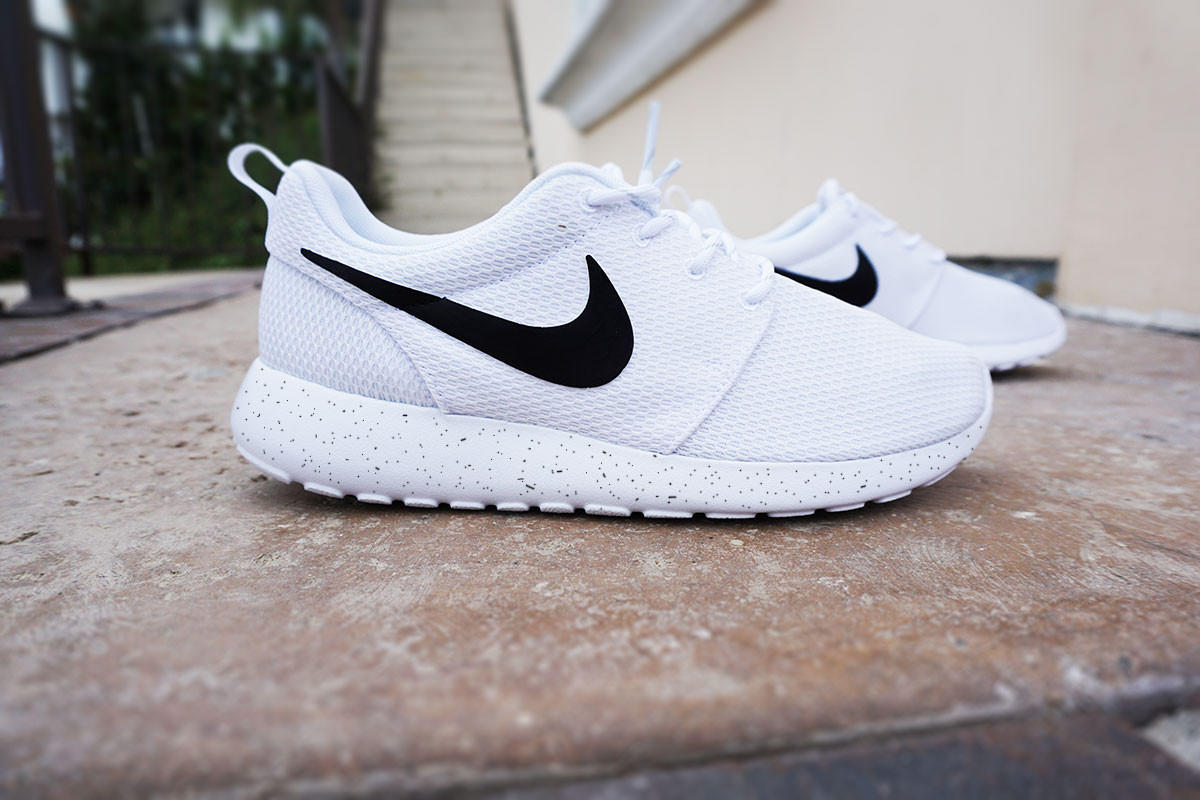 ae71a4bbce15f wholesale womens custom nike roshe run sneakers from custom sneakz 7c31f  b3637