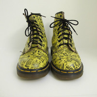 rare Doc Dr Martens 8 hole yellow London print Boots // Men's 7 //  Women's 9