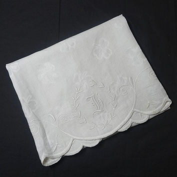 "1950s Linen Hand Embroidered Monogrammed ""F"" White Waffle Weave Towel with Scalloped Edges, Fine Embroidery, Vintage Linens, Linen Fabric"