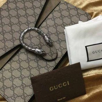 Gucci-Double-GG Supreme Medium Shoulder Bag