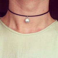 The Dainty Sun Choker - 90s Grunge Leon Silver Necklace
