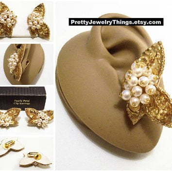 Avon Pearl Sequin Butterfly Shape Clip On Earrings Gold Tone Vintage 1992 Pearly Petal Round White Beads Clear Tube Lucite Bead Edge