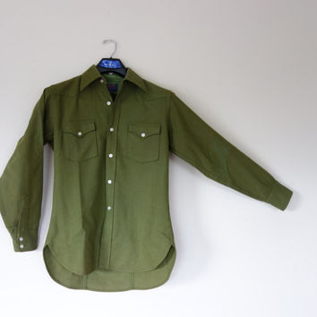 Olive green Pendleton shirt w/ western style yoke and breast pockets, long sleeve virgin wool button up men's shirt, Medium