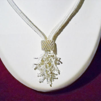 Fringe necklace in the colours white and silver with Swarovski crystal, herringbone stitch, white jewelry, brides necklace, beaded necklace