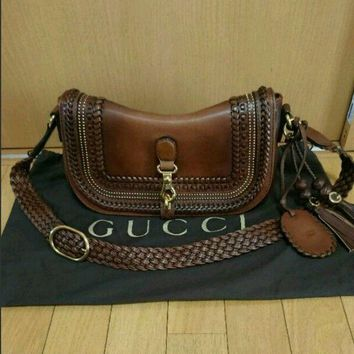 USED GUCCI shoulder bag free shipping Japan Very popular Famous ladies woman