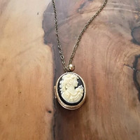 Cameo Locket Brass 25 x 18 mm Cameo in Black and Ivory
