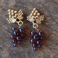Vintage Clip On Earrings Purple Lucite Grape Cluster Gold Tone Metal Grapes Wine Lovers Statement 1980's / Vintage Costume Jewelry