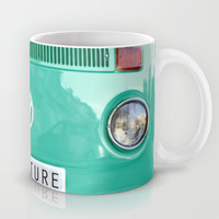 Adventure wolkswagen. Summer dreams. Green Mug by Guido Montañés