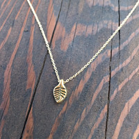 Small Leaf Pendant Necklace in Gold with Delicate Chain