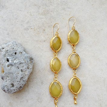 golden spring extra long lemon shunshine pastel yellow gold stone earring elegant gemstone glam fashion jewelry israel