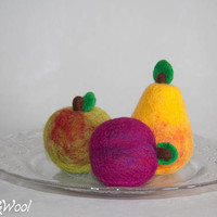 Needle felted play fruit set of 3pcs. Woolen apple. Felted pear. Wool plum. Organic educational toys. Pretend food fruit. Pretend play toys.