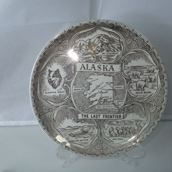 Vintage Alaska Souvenir Plate - Gold and White,  Travel Souvenir Ceramic Wall Decor, Collectible Plate