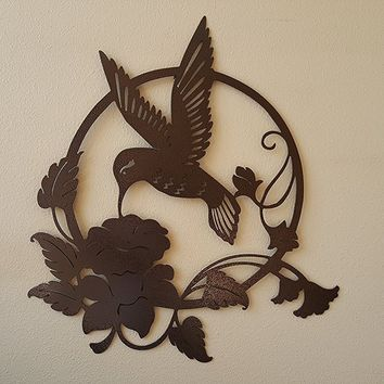 Hummingbird with Honeysuckle Flower Round Scene Metal Wall Accent