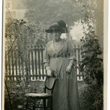 Edwardian Old Woman, Huge Hat, Outdoor Garden Portrait - Real Photo Postcard RPPC - English Unposted - Antique Photograph
