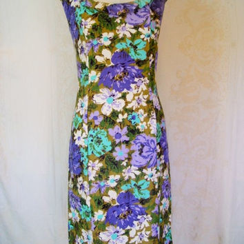 Vintage 1950s Wiggle Dress / Floral Barkcloth With Ruffle Neckline / Large Size / Hawaiian Print