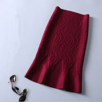 Solid color embossed package hip - fish tail knitted skirt Wine red