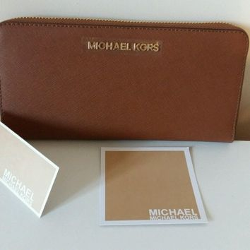 NEW Michael Kors jet set Zip Around Continental Leather in Luggage..tan Wallet