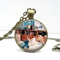 Marilyn Monroe Necklace : Reading