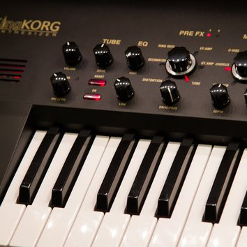 Demo Korg KingKorg Limited Edition 2017 Synthesizer
