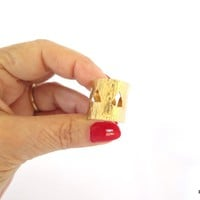 Gold thumb ring with triangle cut outs