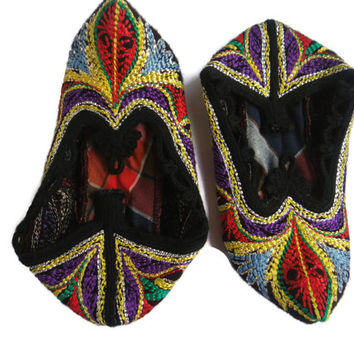 Vintage handmade female Rhodope bootees / slippers / of thick woolen cloth, embroidered with silk . Free Shipping