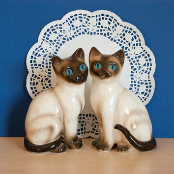 Pair of Siamese Cat Figurines, Ceramic Cat Statues, Enesco Japan, Vintage Home Decor