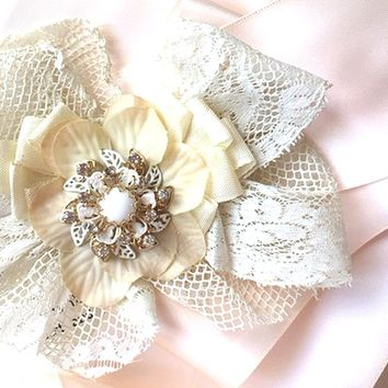 Vintage Lace Bridal Brooch