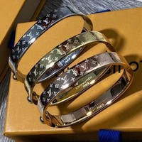 8DESS LV Louis Vuitton Fashion Trending Women Men High end Stainless Steel Bracelet