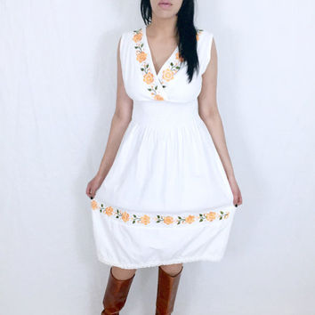 Vintage 70s White Mexican Flower Embroidered Crossover V-Neck Smocked Waist Cotton Gauze Sleeveless Sun Dress M