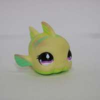 Littlest Pet Shop -LPS #519 Yellow Green Puffer Fish Purple Teardrop Eyes