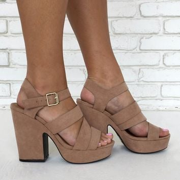 Retro Darling Suede Heels in Tan