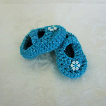 Handmade crochet Frozen inspired Mary Jane booties, Winter baby booties, sparkle light blue baby booties, baby shoes, snowflake baby booties