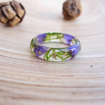 Real flower ring with green moss, Nature terrarium resin ring, Gold flakes resin ring
