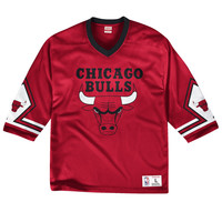 Mitchell & Ness Pick-Up Game Top Chicago Bulls In Red