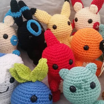 Pokemon amigurumi: Bulbasaur, Charmander, Charizard, Jigglypuff, Pikachu, Oddish, Oshawott, Squirtle, Shiny (blue) Umbreon. Umbreon
