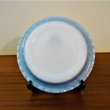 "Vintage 1960s Crown Pyrex 26 cm Diameter Light Blue Coloured Scalloped Pie Dish / Retro Glass Circular Dish / 10"" Diameter"